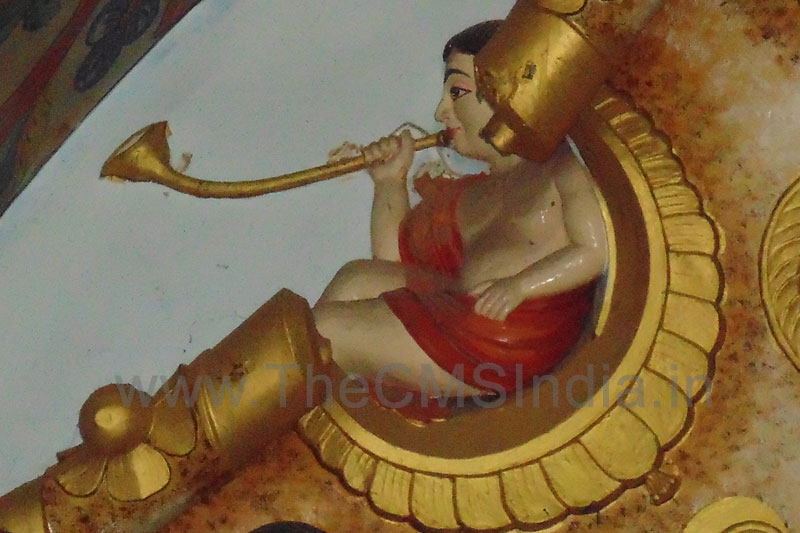 Angel playing a Pipe